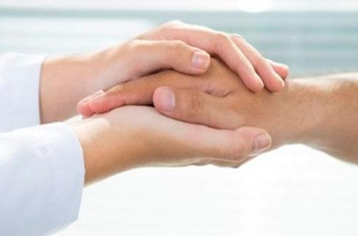 Tratamiento escleroterapia de manos conjuntamente con las therapy